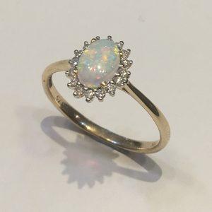 Oval Opal 0.53ct & Diamond 0.14ct Ring