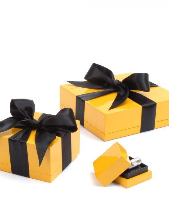 Simon Harrison Giftwrapping
