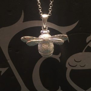 Silver Chubby Bee Pendant SG2608