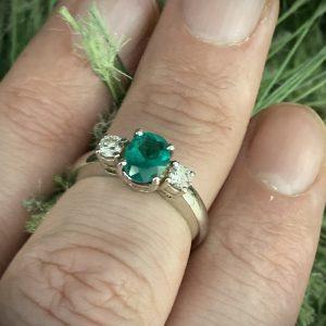 Oval Emerald & Round Brilliant Diamond Trilogy ACV041/1