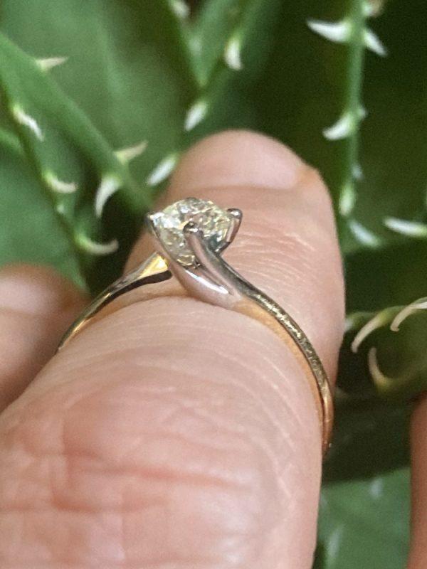 Diamond Round Brilliant 0.38 Carat Solitaire Twist Ring ACVX1385
