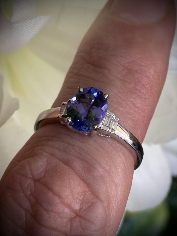 Oval Tanzanite with Stepped Baguette Diamond Accents ACX928