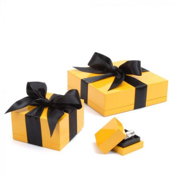 Simon Harrison Giftwrap